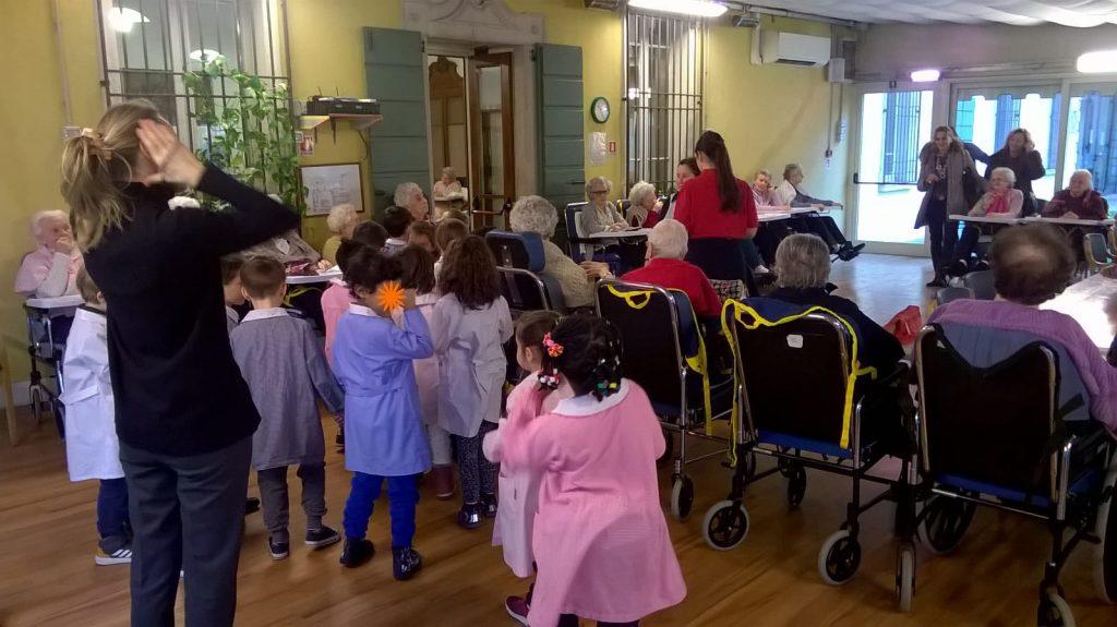 Laboratorio artistico con i bimbi della scuola dell'infanzia